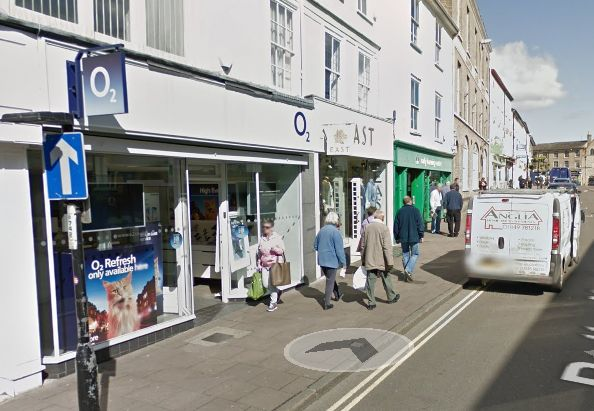 Three people appear in court over O2 shop break in